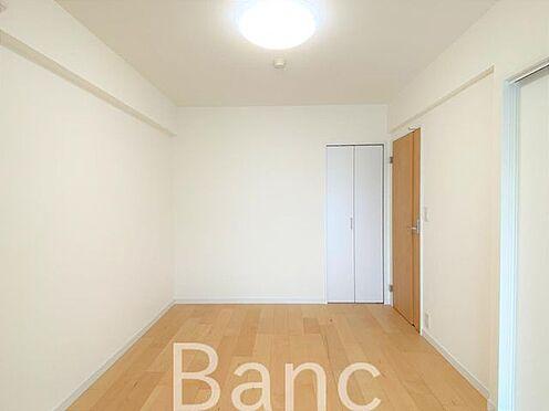 中古マンション-横浜市南区高砂町2丁目 約5.9帖の洋室です。廊下とLDKに繋がっています。