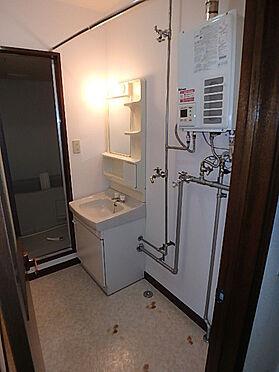 アパート-札幌市南区南沢三条4丁目 洗面化粧台付きのユーティリティで洗濯機スペースも御座います。