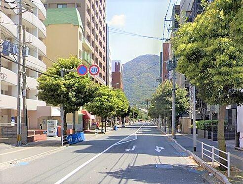 区分マンション-北九州市小倉北区三萩野2丁目 前面道路写真。