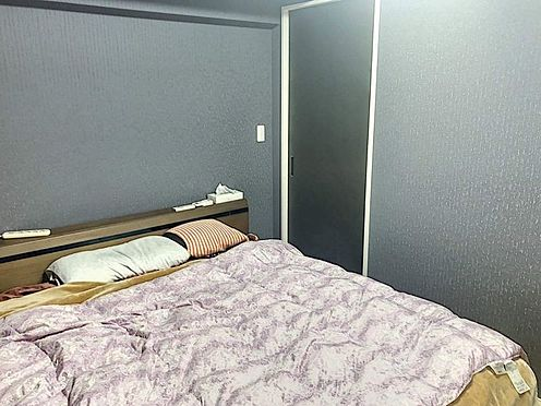 中古マンション-豊田市生駒町大坪 ベッドを置いても十分な広さがあるので、主寝室としてご利用ください。ドレッサーを置いたり本棚を置いたり、夫婦のくつろげるお部屋にしてくださいね♪