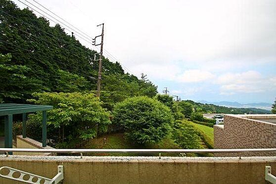 中古マンション-田方郡函南町平井 眼の前の敷地はベラヴィスタ南箱根の敷地のため、常にお庭は綺麗に整備されています。