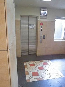 マンション(建物一部)-大阪市港区市岡元町1丁目 明るいエレベーターホール