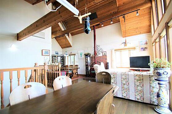中古一戸建て-田方郡函南町畑 【LD2】床暖房完備の為冬も快適に過ごせます。暖炉もありリゾート感が出ますね。