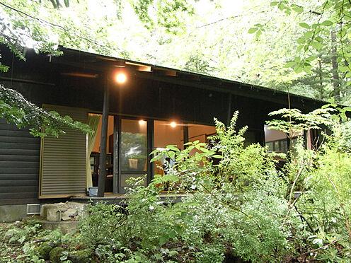 中古一戸建て-北佐久郡軽井沢町大字長倉 黒を基調とした外観の平屋造りの建物です。