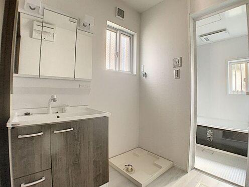 新築一戸建て-名古屋市守山区天子田1丁目 ブラウンの木目調がおしゃれな洗面台です。
