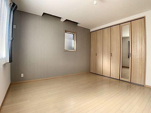 中古一戸建て-名古屋市守山区鳥羽見3丁目 乙付いた雰囲気を演出してくれる洋室。