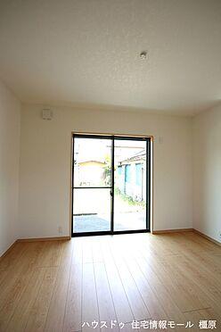 戸建賃貸-高市郡明日香村大字岡 南向きの明るい室内。ポカポカと暖かいリビングでおくつろぎ下さい。