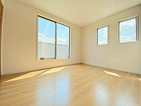 新築一戸建て-日野市西平山2丁目 6帖の洋室。2面採光ですのでこちらを主寝室にしてみては。