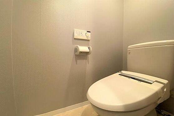 リゾートマンション-熱海市上多賀 トイレ:温水洗浄便座に交換済み。次の方も気持ちよく使うことができます。
