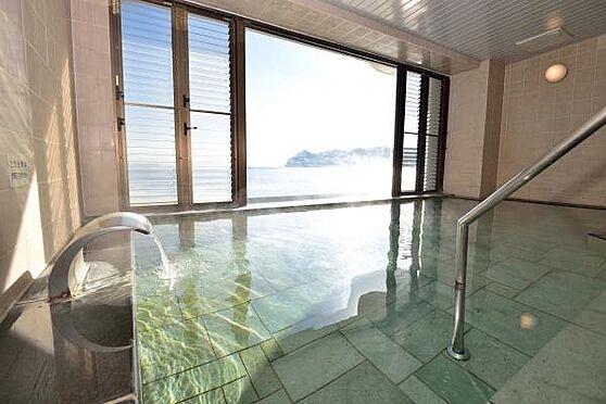 リゾートマンション-熱海市上多賀 温泉大浴場:温泉大浴場はなんと24時間入浴可能。(清掃時間を除く)海を見ながらお湯に浸かれます。