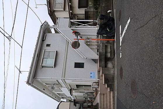アパート-横浜市港南区東永谷1丁目 目の前が下永谷小学校です。近隣は閑静な住宅街です。