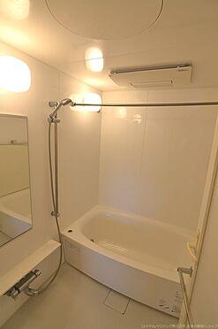 中古マンション-稲城市若葉台1丁目 白を基調とした生活感のある浴室