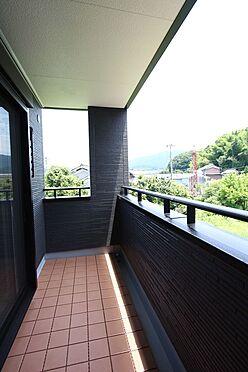 戸建賃貸-桜井市大字橋本 屋根があり、突然の雨でもお洗濯物を濡らす心配はありません。