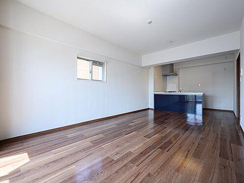 中古マンション-品川区八潮5丁目 キッチン寄りにダイニングセット、手前にはソファーセットは如何でしょうか?