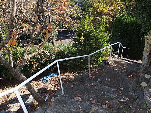 中古一戸建て-伊東市赤沢 【階段】 手すりのある階段