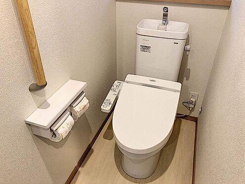 戸建賃貸-豊田市市木町5丁目 1階・2階それぞれにトイレがあるので、ご家族が増えても安心ですね。