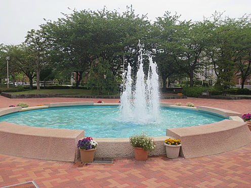 区分マンション-千葉市美浜区高浜3丁目 敷地内中央に位置する噴水!