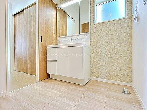 戸建賃貸-多摩市聖ヶ丘3丁目 洗面所も十分な広さがあります。