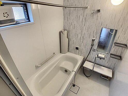 戸建賃貸-名古屋市守山区大字上志段味字稲堀田新田 足を伸ばして寛げる浴槽で、一日の疲れを癒していただけます。