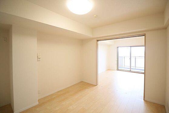 中古マンション-八王子市別所1丁目 シンプルなデザインの各居室。どのお部屋も光と風が通り抜けて気持ちのいい空間です。