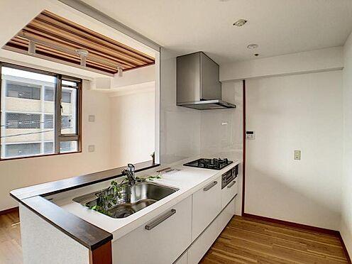 区分マンション-名古屋市中川区新家2丁目 収納豊富。白を基調としたシステムキッチンです!