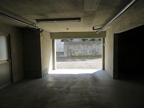 アパート-札幌市清田区平岡四条3丁目 電動シャッター付き広々車庫2台分