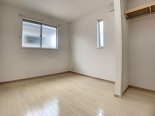 戸建賃貸-みよし市三好町大坪 各居室に収納ございます。荷物はスッキリしまって綺麗にお部屋を使いたいですね。