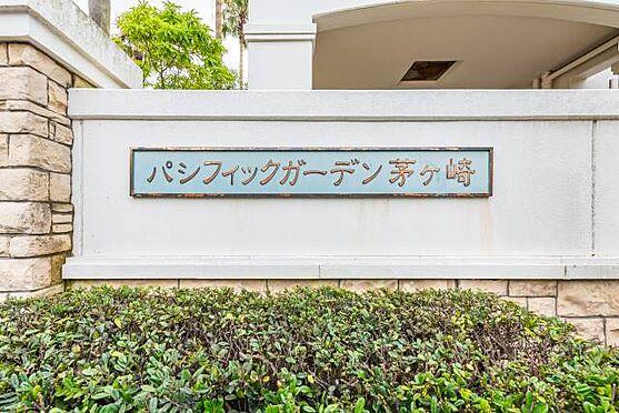 マンション(建物一部)-茅ヶ崎市東海岸南6丁目 ■ マンションエンブレム ■ 最上階角部屋!海と富士山が望める、リゾート感あふれる白壁のマンション。ゆったりとした空間が流れるセカンドハウスを持ちたい方にもぴったりな場所です。