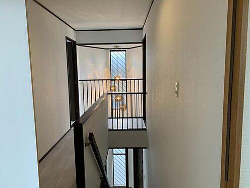 中古一戸建て-豊田市深見町鳥目 玄関は吹き抜けになっております!開放感があり、お部屋が広くみえますね♪