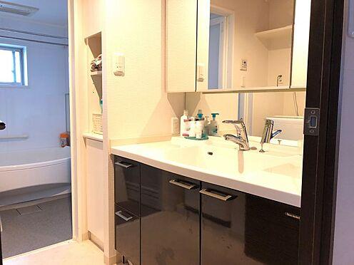 中古マンション-名古屋市緑区八つ松2丁目 大きな鏡が魅力の洗面台♪