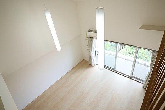 中古マンション-八王子市南大沢5丁目 ギャラリーから撮影したLD。天井高5.1mの開放感は抜群。