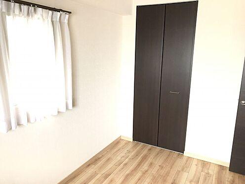 中古マンション-名古屋市緑区八つ松2丁目 全居室に収納が充実しており、すっきりとした室内を保てます。