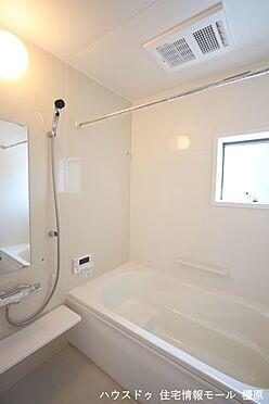 戸建賃貸-磯城郡田原本町大字阪手 1坪サイズのゆったりした浴室で足を伸ばしておくつろぎ下さい。