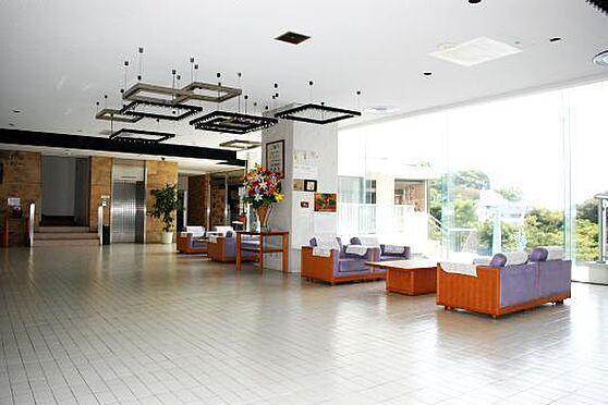 区分マンション-熱海市海光町 広々としたエントランスホール