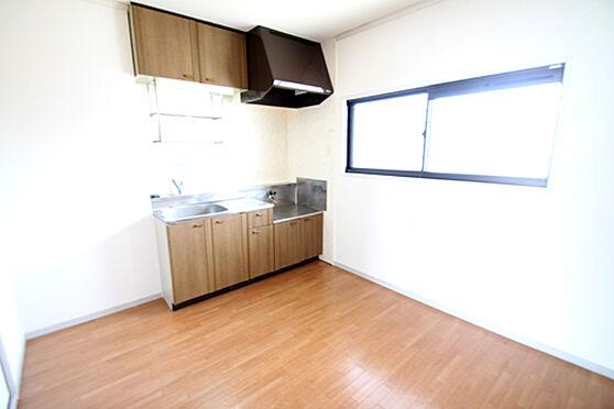 アパート-土浦市湖北1丁目 明るいキッチン。