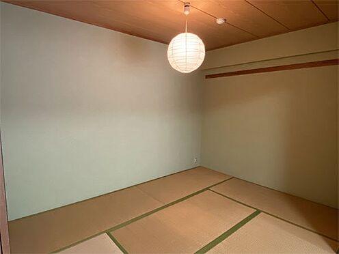 中古マンション-伊東市荻 【和室】6帖の和室、畳は経年の劣化はあります。クロスの状態は良好です。