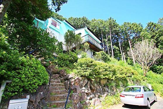 中古一戸建て-熱海市上多賀 明るいオーシャンブルー色が特徴の一戸建て。外装の塗り直し済み。