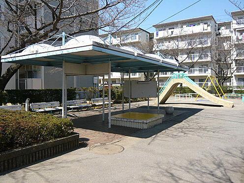 中古マンション-千葉市美浜区高洲2丁目 敷地内には遊び場もあるので安心!