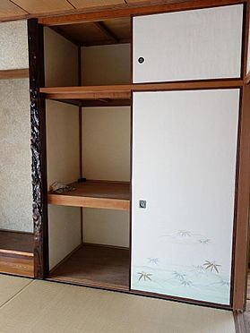 アパート-呉市西塩屋町 お布団の収納もしっかりとできる押入付です。(2階)