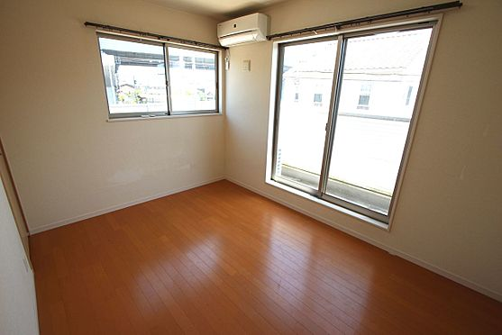 戸建賃貸-磯城郡三宅町大字伴堂 2階洋室は全てフローリング貼でお掃除楽々!清潔に保てます。
