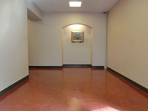 マンション(建物一部)-千代田区神田神保町3丁目 綺麗に清掃されたエントランスホール