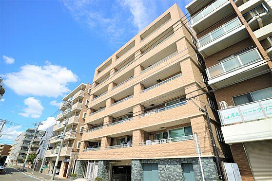 中古マンション-横浜市都筑区葛が谷 外壁タイル張り、逆梁工法により重厚感のある外観