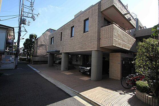 区分マンション-文京区白山2丁目 タイル張りの荘厳な外観です。