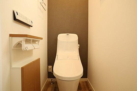 中古一戸建て-刈谷市小山町5丁目 白を基調としたトイレ!収納もあるので便利です!