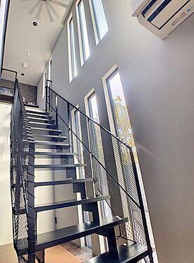 中古一戸建て-名古屋市緑区鏡田 リビング階段!天井も高く日当たり良好です!