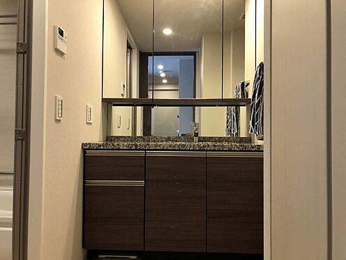 中古マンション-名古屋市瑞穂区田辺通2丁目 タオルや衣類などしっかり収納できる洗面台