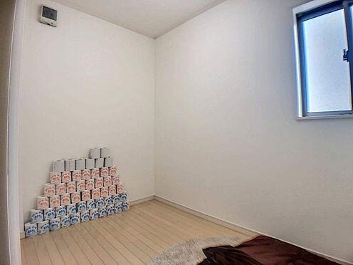 戸建賃貸-みよし市莇生町南池ノ上 各居室収納に加えて納戸もついているので整理整頓楽々!お部屋をすっきり見せることが出来ますね。