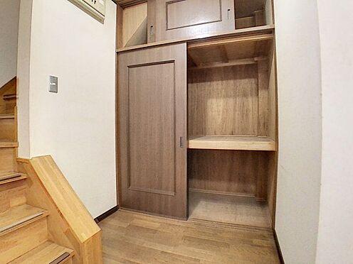 戸建賃貸-一宮市花池2丁目 階段下収納もございます!掃除用品の収納場所として使用できます