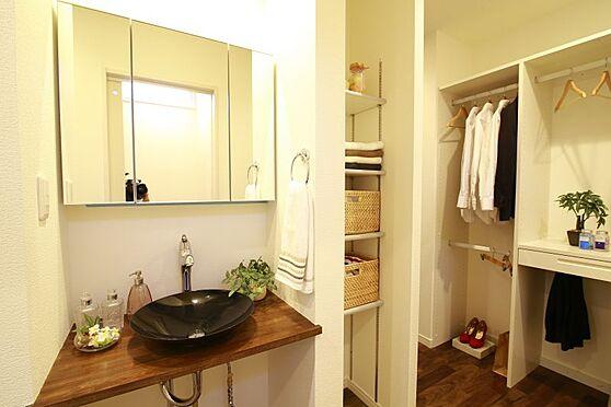 中古一戸建て-豊田市大林町10丁目 外から帰ってきてすぐに手洗いができるように玄関付近に設置された手洗い場。収納がありタオルやその他水周りで使用する日用品のストックもしっかりできます♪