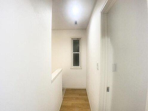戸建賃貸-みよし市三好町東山 廊下でお部屋が仕切られることでプライベート空間が守られます。